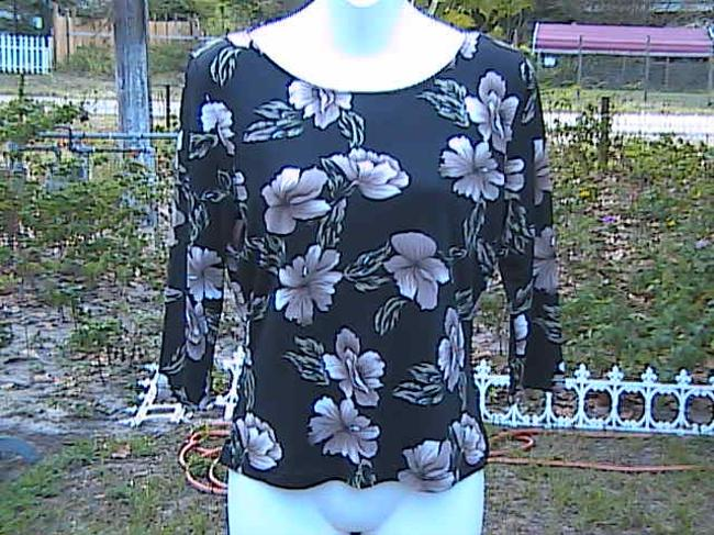Other Preowned Floral Top Black Floral