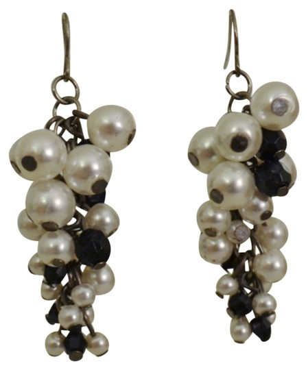 Preload https://item4.tradesy.com/images/black-and-white-pearl-earrings-5750548-0-0.jpg?width=440&height=440