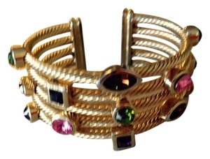 Cuff bracelet with gemstones