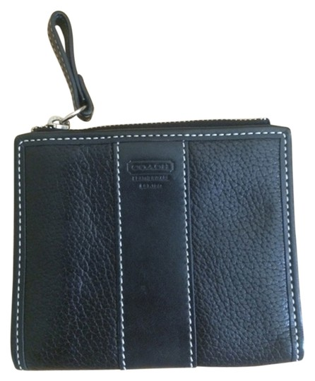 Preload https://item5.tradesy.com/images/coach-black-leather-wallet-5762329-0-0.jpg?width=440&height=440