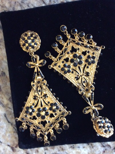 Jose & Maria Barrera Barrera chandiler earring with black crystals.
