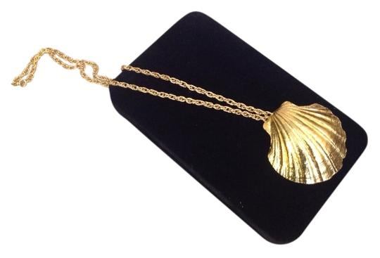 Preload https://item1.tradesy.com/images/gold-necklace-with-big-shell-pendant-5768020-0-0.jpg?width=440&height=440