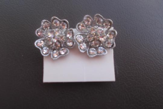 Other rhinestone on a flower shape design snap on