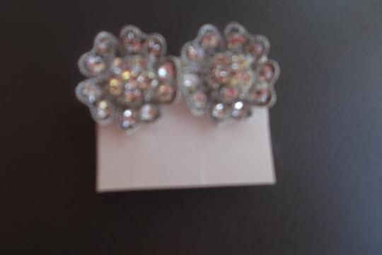 Other rhinestone on a flower shape design snap on Image 1
