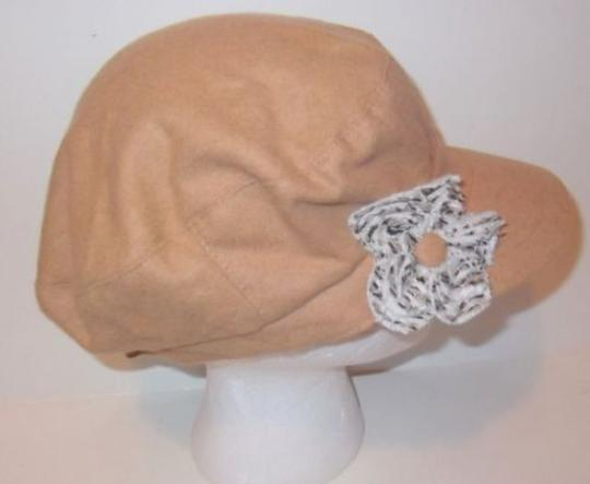 Preload https://item1.tradesy.com/images/gatsby-newsboy-conductor-cabbie-cap-hat-tan-flower-by-august-accessories-5800210-0-0.jpg?width=440&height=440