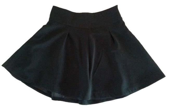 Preload https://item3.tradesy.com/images/express-black-pleated-classic-flattering-lined-knee-length-skirt-size-12-l-32-33-5835937-0-2.jpg?width=400&height=650