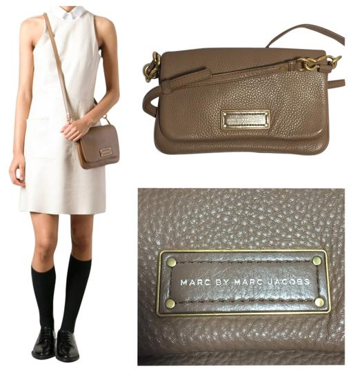 Preload https://item1.tradesy.com/images/marc-by-marc-jacobs-too-hot-to-handle-percy-beige-leather-cross-body-bag-5839855-0-0.jpg?width=440&height=440