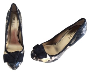Guess Leater Black Pumps