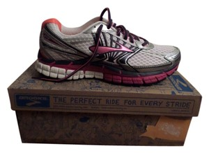 Brooks White/Fuchsia/Midnight Athletic