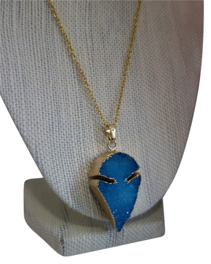 Preload https://item1.tradesy.com/images/turquoise-leona-natural-stone-necklace-5843815-0-0.jpg?width=440&height=440