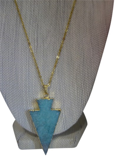 Preload https://item1.tradesy.com/images/turquoise-makena-arrow-necklace-5843965-0-0.jpg?width=440&height=440