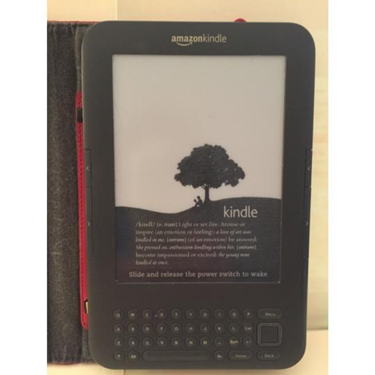 "Kindle Kindle 3G + Wi-Fi 6"" E ink Display With Lighted Cover"
