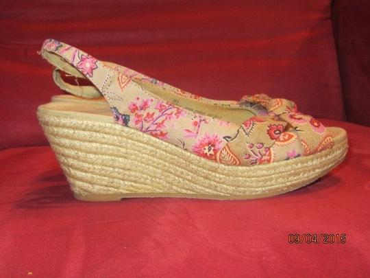 Mossimo Supply Co. Brown with Floral Pattern Wedges