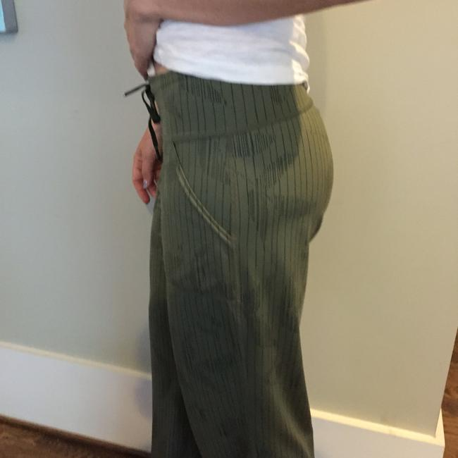 Lululemon Silky Athleisure Yoga Rare Sold-out Relaxed Pants Anise / Army Green Black Stripe