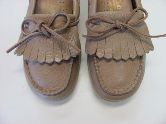 Comfort Club Very Good Condition Leather Size 6.00 M Neutral Flats