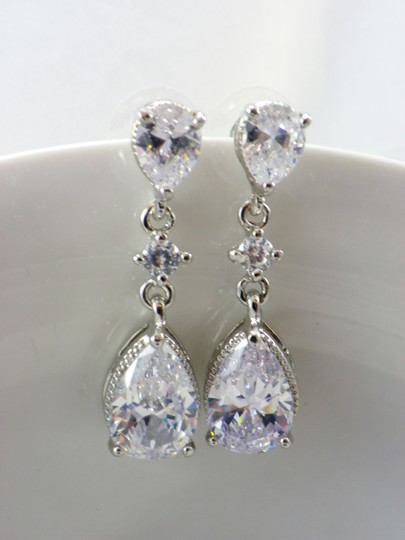 White Cubic Zirconia Teardrop Sparkly Crystal Dangle Bridesmaid Gift Earrings Image 1