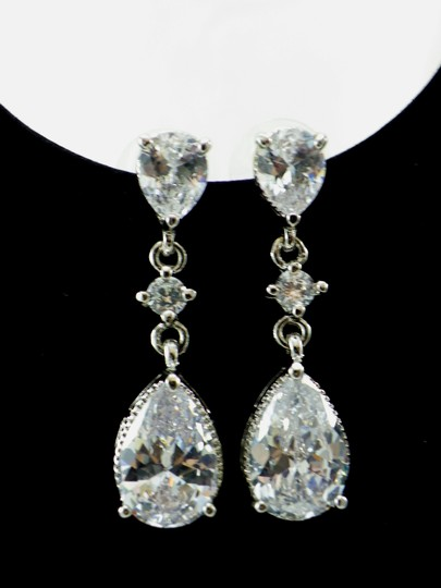 White Cubic Zirconia Teardrop Sparkly Crystal Dangle Bridesmaid Gift Earrings Image 2