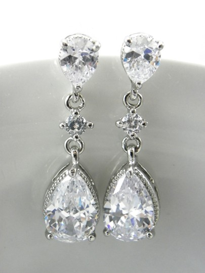 White Cubic Zirconia Teardrop Sparkly Crystal Dangle Bridesmaid Gift Earrings Image 4