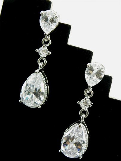 White Cubic Zirconia Teardrop Sparkly Crystal Dangle Bridesmaid Gift Earrings Image 5
