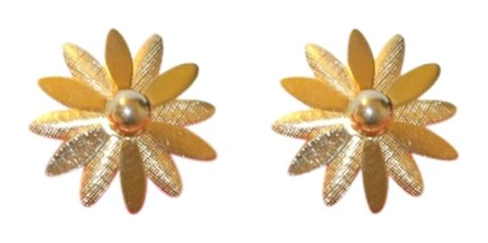 Preload https://item5.tradesy.com/images/sarah-coventry-gold-tone-daisy-clip-on-earrings-5848579-0-0.jpg?width=440&height=440