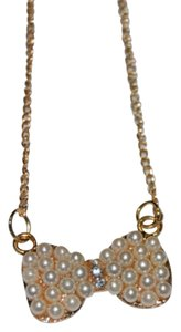 Other Golden Bow W Pearls Fashion Necklace