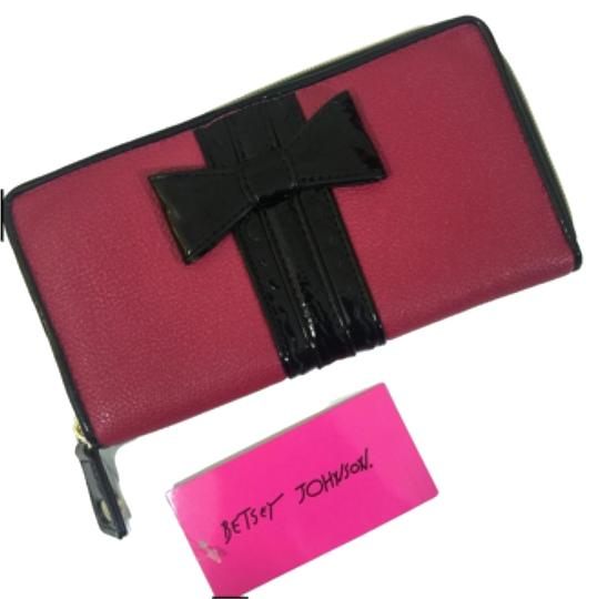 Preload https://item5.tradesy.com/images/betsey-johnson-bow-tied-pink-zip-around-wallet-5854984-0-3.jpg?width=440&height=440