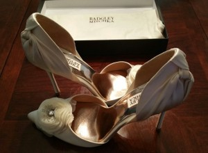 Badgley Mischka Ivory Satin Stiletto with Design Pumps Size US 8.5 Regular (M, B)