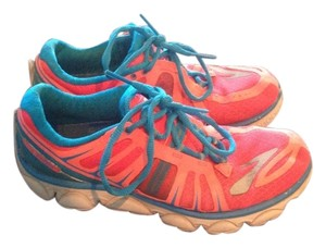 Brooks Pink / Blue / White Athletic