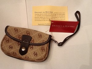 Dooney & Bourke Wristlet in Brown/Tan