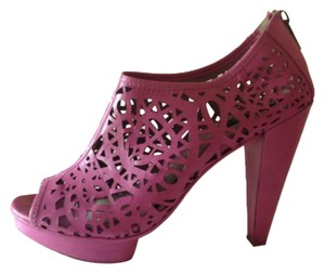 Mea Shadow Floral Cut-out Fuschia purple Pumps