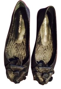 Donald J. Pliner Black , so cute ! Flats