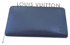 Louis Vuitton Louis Vuitton Wallet Zip around Zippy Black Taiga