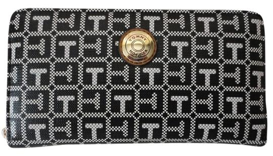Tommy Hilfiger NWT Tommy Hillfiger TH Signature Coin LG Zip Wallet