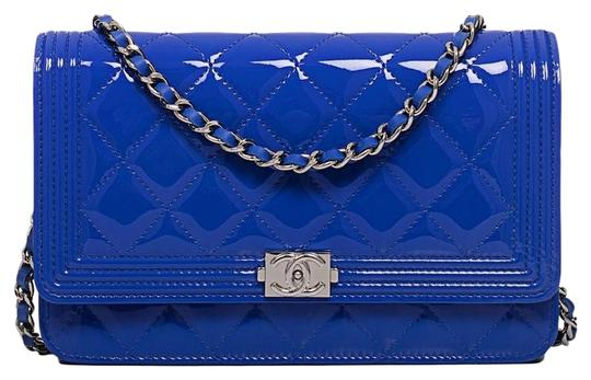 Preload https://item3.tradesy.com/images/chanel-boy-wallet-on-chain-woc-blue-patent-leather-cross-body-bag-5866867-0-0.jpg?width=440&height=440
