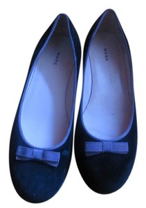 Marc Jacobs black velvet Flats