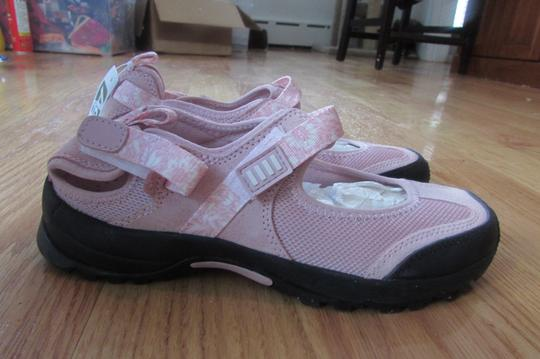 Lands' End Mary Jane Sneaker light pink Athletic