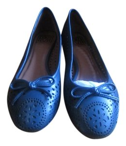 Pour La Victoire With Front Bow Small Decorative Holes In The Upper For Breathability dark green Flats