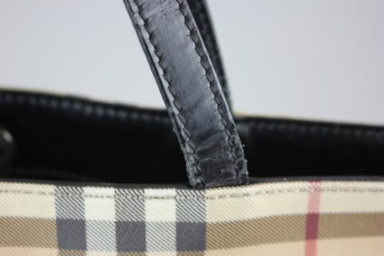Burberry Tote in Beige Image 7
