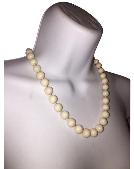 Preload https://item2.tradesy.com/images/white-natiral-20-necklace-5870446-0-0.jpg?width=440&height=440