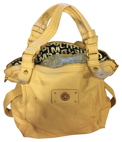 Preload https://item1.tradesy.com/images/marc-by-marc-jacobs-cream-italian-leather-shoulder-bag-5872150-0-0.jpg?width=440&height=440