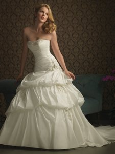 Allure Bridals Allure Bridals Style 8763 Wedding Dress