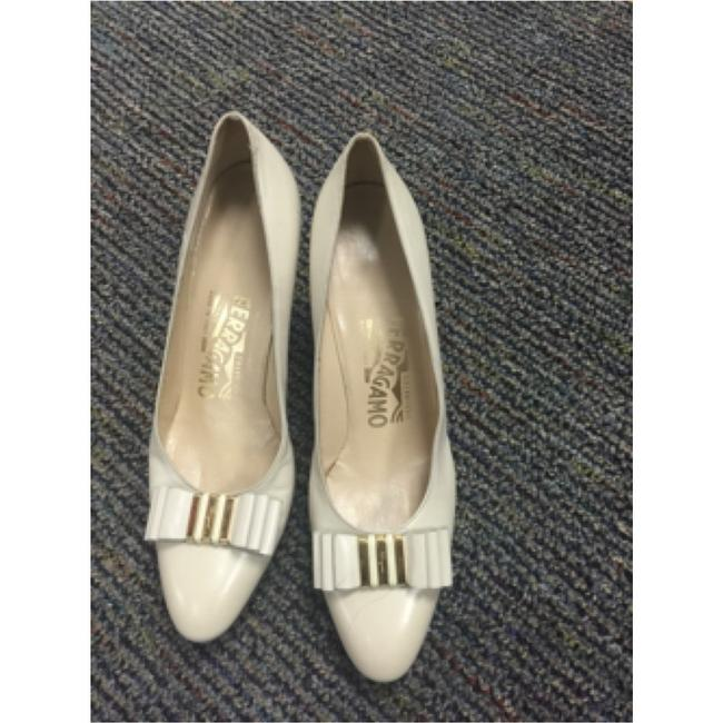 Item - Cream / Off White Pumps Size US 8 Narrow (Aa, N)