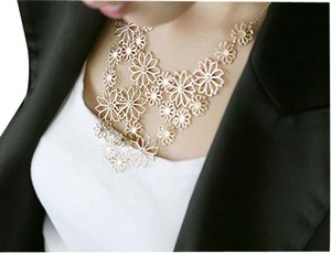 Clematis Hollow-Carved Flower Metal Bib Pendant Chain Gold Floral Flower Statement Necklace