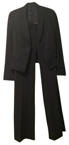 Elie Tahari Pants Suit. Two buttom short jacket with pants.
