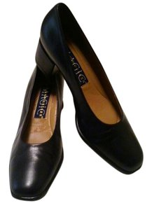Andrew Geller Navy Chunky Heel Leather Pumps