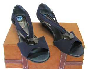 Impo Good Condition Size 7.50 M Navy Wedges