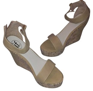 Carrini Tan Wedges