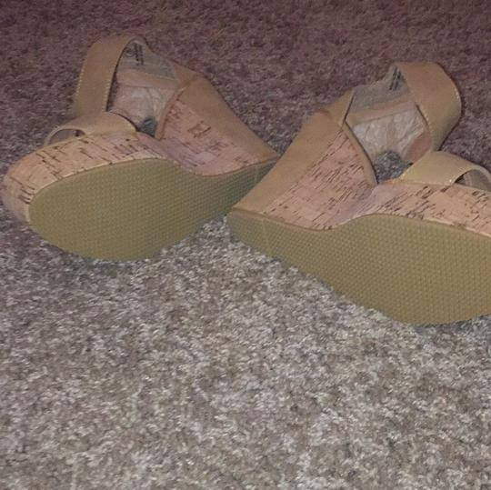Carrini Tan Wedges Image 3