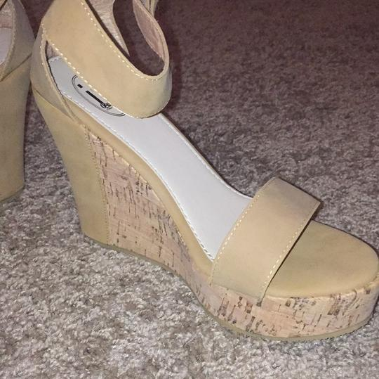 Carrini Tan Wedges Image 5