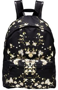 Givenchy Backpacks - Up to 90% off at Tradesy 2ecc689efa05f